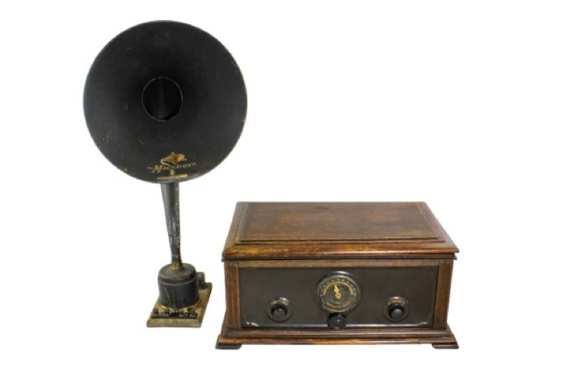10. First single dial radio 1923