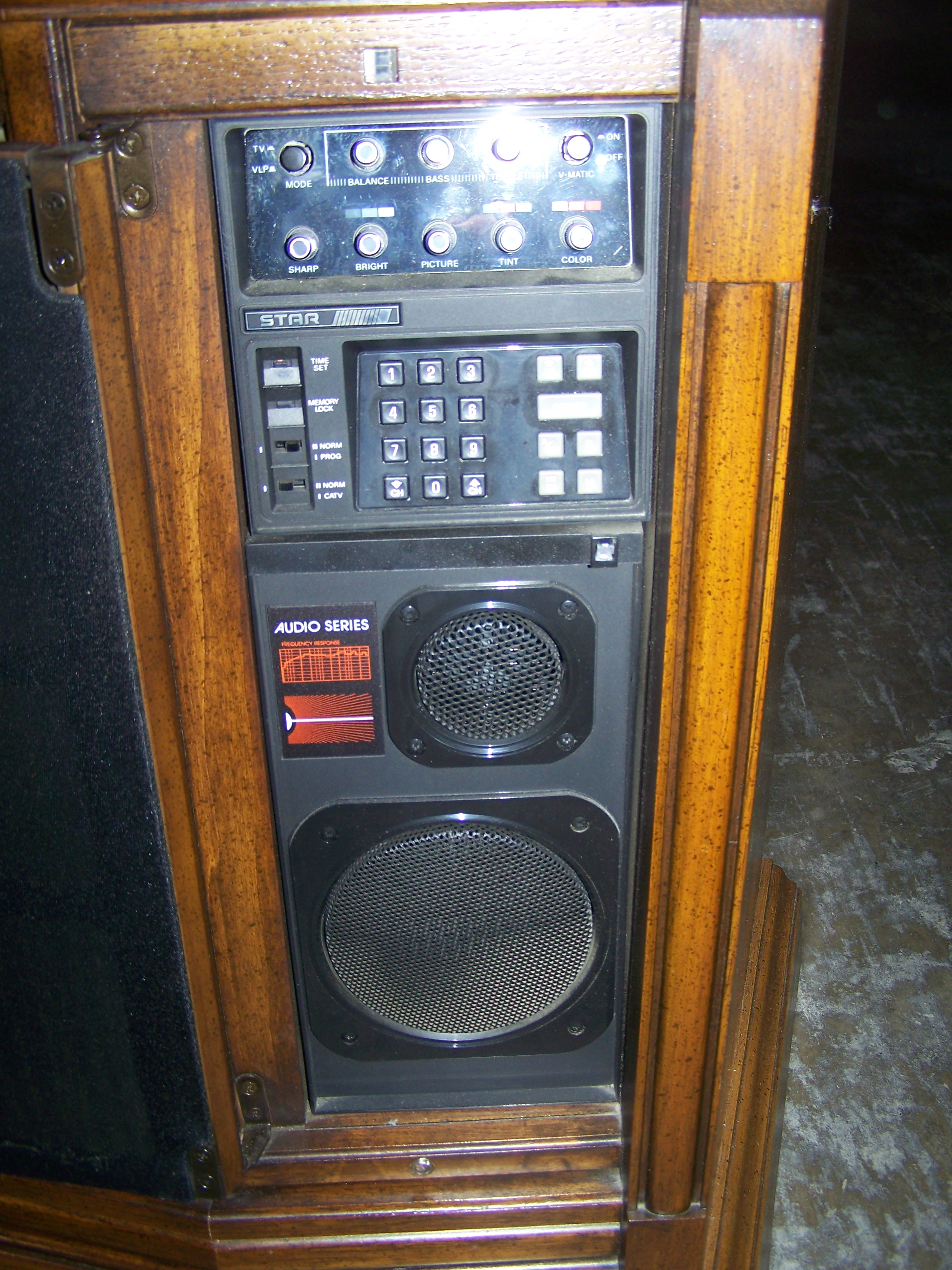 1985 STAR Audio Series Color TV
