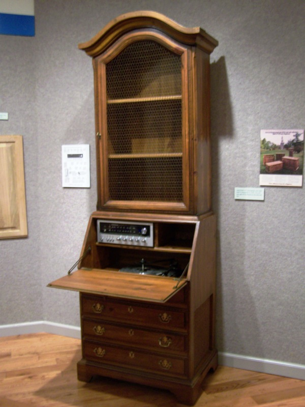 1977 Record Player and Radio